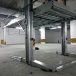 Парковка подъемник в подземном паркинге